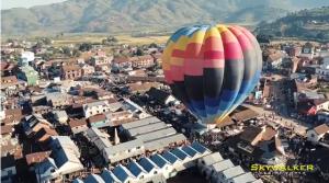 VIDEO. Ils filment le rallye de montgolfières avec un drone à Antsirabe