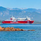 Prendre le ferry pour aller en Corse : quels avantages ?