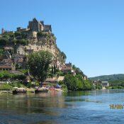 Passer un séjour au camping Le Douzou pour mieux explorer la Dordogne